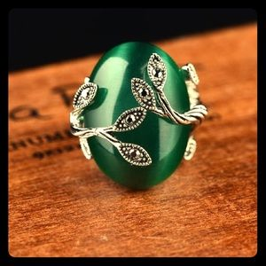 🌿Vintage Green Stone w/ Black Rhinestone